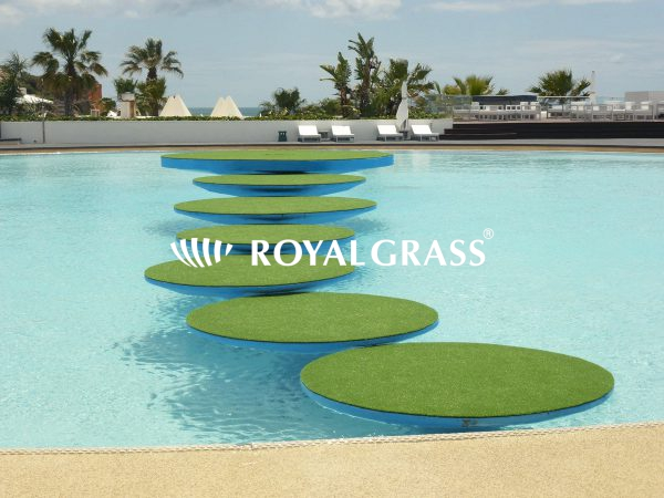 artificial-grass-steps-pool